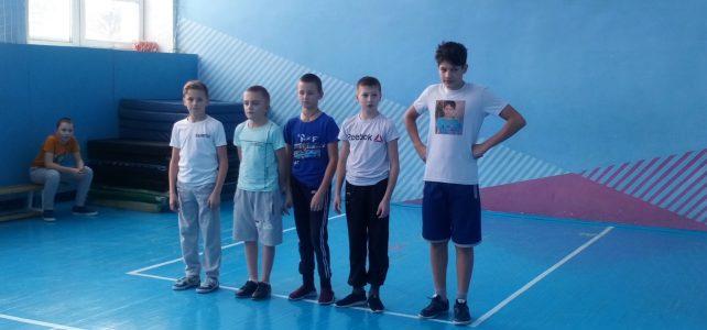 Соревнования по баскетболу следи учащихся 5-7 классов